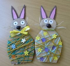 If you are planning to spend some great time with your kids this Easter then try out these easy unique Easter craft ideas. Have real fun and paint Easter eggs in a unique manner! Easter Arts And Crafts, Spring Crafts, Easter Activities, Craft Activities, Crafts To Do, Paper Crafts, Craft Projects For Adults, Craft Ideas, School Decorations