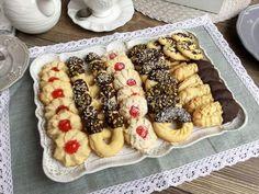 La frolla montata è una ricetta base molto utilizzata in pasticceria per realizzare dessert, frollini e biscotti friabilissimi. Ricetta facile