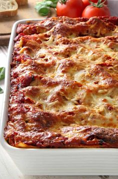 Classic gluten free lasagna is easy to make and tastes just like you remember. Go all out with this easy recipe, and bring back the ultimate comfort food! Please welcome Erin from Texanerin Baking bac Easy Lasagna Recipe, Homemade Lasagna, Homemade Breads, Easy Dinner Recipes, Easy Meals, Easy Recipes, Dairy Free Lasagna, Gluten Free Dinner, Comfort Food