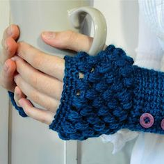 puff stitch finger-less gloves