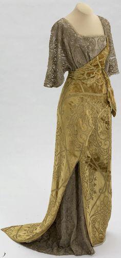 Evening dress belonging to V. V. Karakhan. Made by Doucet, Paris. 1911-12. Velvet, gauze, silk. Collection of State Hermitage Museum.