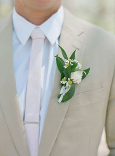 The #groom in all ivory! We LOVE this look! | Laura Murray Photography