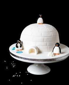 Pingviinikakku // Penguin Cake Food & Style Emma Iivanainen, Painted By Cakes Photo Emma Iivanainen www.maku.fi