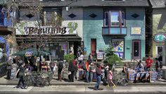 How to design a neighborhood for happiness: New Urbanism is a movement toward creating communities that maximize social opportunities to make neighborhoods healthier and happier. Co Housing, Community Housing, Community Space, Community Building, Senior Communities, Creating Communities, Pocket Neighborhood, New Urbanism, Economic Systems