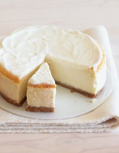 But Low-Fat Cheesecake Luscious but Low-Fat Cheesecake Recipe. I'll have to try this because I love the cheesecake.Luscious but Low-Fat Cheesecake Recipe. I'll have to try this because I love the cheesecake. Low Carb Desserts, Healthy Desserts, Dessert Recipes, Desserts Frais, Healthy Cheesecake Recipes, Light Desserts, Protein Recipes, Healthy Treats, Healthy Recipes