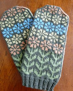 Ravelry: Project Gallery for Isidora pattern by SpillyJane