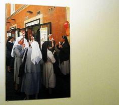 Capturado por um quadro de freiras tomando sorvete.  Por fim capturei.