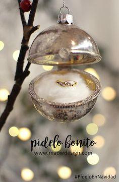 pidelo-en-navidad-maow-design-shop-2 Christmas Bulbs, Holiday Decor, Ornaments, Xmas, Christmas Light Bulbs