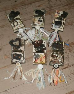 a few altered mouse traps Mouse Trap Diy, Mouse Traps, Crafts To Do, Arts And Crafts, Diy Crafts, Trap Art, Rat Traps, Halloween Bottles, Picture Holders