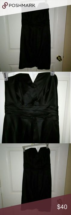 💋Worn once White House Black Market black dress 2 White House Black market little black strapless classy v cut neckline dress size 2 worn once to a wedding. Has a small sexy little slit in back White House Black Market Dresses Strapless