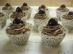 Orechové cupcakes Pudding, Cupcakes, Desserts, Food, Tailgate Desserts, Cupcake Cakes, Deserts, Custard Pudding, Essen