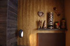 Zimmer Hawaii im hotel Träumerei #8  =====  #Hawaii #Hawaiiroom #traeumerei #traeumerei8 #hotel #kufstein #austria #tirol #auracherlöchl #romantikhotel #hoteldesign #hotelroom #room #mailand #hoteldecor #uniquedecor #uniquedesign #butiquehotel #riverhotel #besthotel #beautifulhotel Candle Sconces, Hawaii, Wall Lights, Candles, Beautiful, Lighting, Design, Painting, Home Decor
