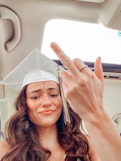 Graduation Cap Designs, Graduation Diy, High School Graduation, Grad Party Decorations, Graduation Cap Decoration, Grad Pics, Graduation Pictures, Apple Watch Fashion, High School Life
