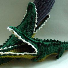 Best Christmas Slippers Products on Wanelo Crochet Boots Pattern, Crochet Slipper Boots, Baby Booties Knitting Pattern, Crochet Sandals, Crochet Shoes, Crochet Baby Booties, Crochet Slippers, Crochet Patterns, Crochet Ideas