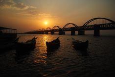 Another lovely pic of the Godavari bridge at sunset.