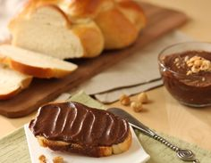 make nutella at home w/ just 4 ingredients in 15 mins (who wants to pay 4 bucks for a few oz??)