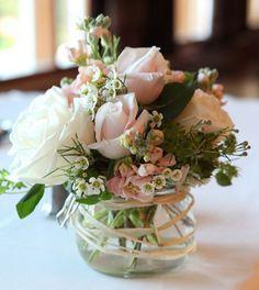 centros de mesa con cristal y flores Bodas Sencillas ef249ed5e33