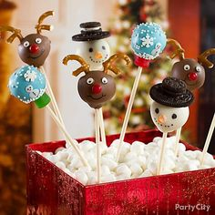 A cute centerpiece for a Christmas cookie exchange party! Make these cakepop snowglobes, reindeer and snowmen with a printable recipe from Party City. Click for the how-to!