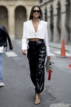 The Best Street Style Looks from Paris Fashion Week - FASHION Magazine<br> The fash pack has moved to Paris for the final week of shows for the season, and these are the street s Street Style Trends, Best Street Style, Spring Street Style, Cool Street Fashion, Street Style Looks, Look Fashion, Fashion Outfits, Fashion Trends, Street Styles