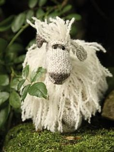 Wicked cute sheep! Miranda The Masham Sheep pattern by Janice Anderson (via Ravelry)