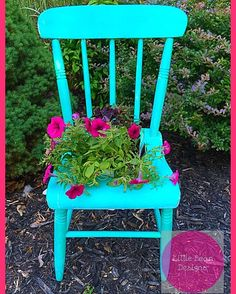 #littlebeandesigns #bestupcycler #upcycle #hgtv #diy #diynetwork #chair #flowers #planter #upcycledchair #funkyfurniture #funky #delaware #garden #gardening  #flowers #chalkpaint #boho #bohemian. For more DIY projects and upcycled furniture follow us @littlebeandesigns ❤️