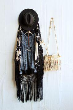 EVERYDAY OUTFITS Dress and kimono cardigan boho festival roadtrip outfit idea