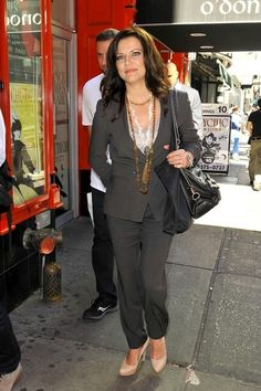 "Martina McBride looks chic in a grey suit outside ""Good Morning America"" in NYC. The country superstar accessorizes with long, layered necklaces, a black purse, and nude heels. (August 30, 2012 - Source: PacificCoastNews.com) Country Music Stars, Country Music Singers, Country Artists, Pam Tillis, Martina Mcbride, Looks Chic, Nude Heels, Celebs, Celebrities"
