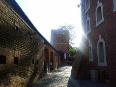 Torre inclinada da muralha de defesa da cidade de Toruń.