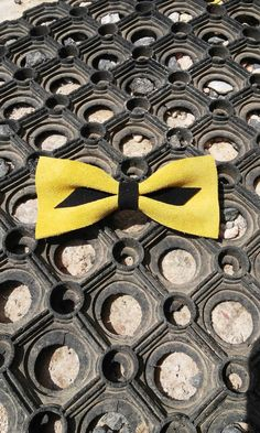 Hair bow Hair accessories Pin up fashion Suede bow by Zozelarium Old School Fashion, Barrette Clip, Yellow Hair, Pin Up Style, Hair Bows, Hair Accessories, Trending Outfits, Unique Jewelry, Handmade Gifts