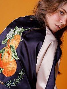 スカジャンが秋アウターの主役!アラサーが着こなすコツって? (2ページ目) | SHERYL [シェリル] | ファッションメディア