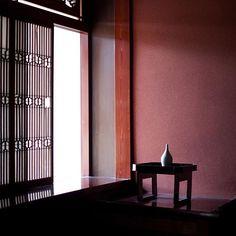 お花がない場合にも絵になる一輪挿しです◎ 安藤さんのご自宅より。 #yukaando