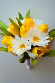 tulip & daisy arrangement
