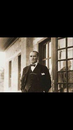 İstanbul'un son fatihi Atatürk'ü saygıyla anıyoruz. pic.twitter.com/17VLEL9TmV