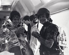 Sigourney Weaver and Bill Paxton on the set of Aliens (1985)