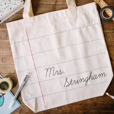This DIY personalized tote is the perfect gift for any teacher!