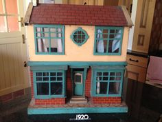 Front - Dolls Houses Past & Present. .....Rick Maccione-Dollhouse Builder www.dollhousemansions.com