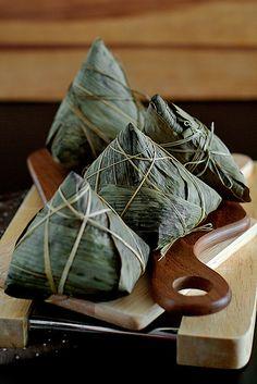 Cantonese Savory Glutinous Rice Dumplings/Zongzi (粽子) – Life is Great