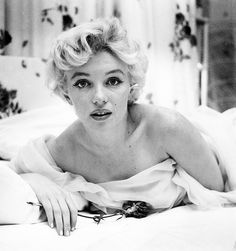 Marilyn Monroe, untouched picture with bruises photographer is Cecil Beaton*, 8 x Facts: Americ. Famous Portrait Photographers, Famous Portraits, Brigitte Bardot, Fotos Marilyn Monroe, Howard Hughes, Cecil Beaton, Marlene Dietrich, Catherine Deneuve, Norma Jeane