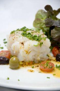 Esqueixada de bacalao con romesco http://www.club-royal.es/recetas/recetas-de-bacalao/bacalao-con-romesco/