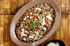 Σαλάτα με μαυρομάτικα, μυρωδικά και κατίκι - Γρήγορες Συνταγές | γαστρονόμος online