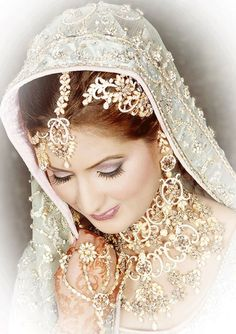 Look at the jewelry on this bride.