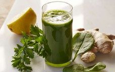 green drink - spinach, coconut water, ice, lemon juice, ginger, mint, pear