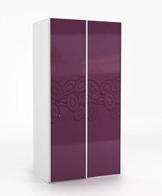 Szafa 112 o wymiarach: 2200x1120x678. duże przesuwne drzwi szafy, prowadnice firmy SEVROLL z niewidocznym mechanizmem jezdnym domykają fronty, we wnętrzu szafy mamy 6 półek oraz drążki na wieszaki (dowolność w komponowaniu wnętrza szafy), boki szafy wykonane z płyty laminowanej, fronty z płyty MDF.