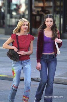 Buffy the Vampire Slayer - Publicity still of Michelle Trachtenberg & Sarah Michelle Gellar