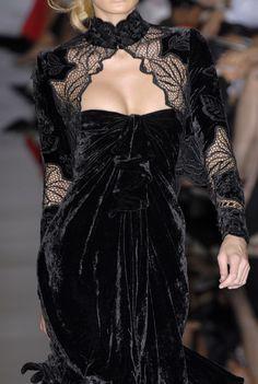 Elie Saab at Couture Fall 2006 - Details Runway Photos Velvet Fashion, Dark Fashion, Gothic Fashion, High Fashion, Emo Fashion, Edwardian Fashion, Steampunk Fashion, Elie Saab, Beautiful Gowns