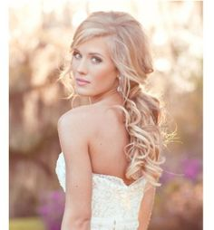 Beautiful wedding hairdo, create yourself with a B-loved and a good pair of Fill-In extensions.