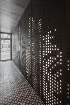 Renovate Your Whole House With This Magic Black Box Gym Design, Retail Design, Wall Design, Interior Walls, Interior Design, Ideas Vintage, Appartement Design, Perforated Metal, Co Working