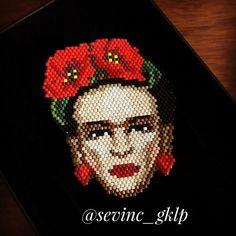 #frida#miyuki#elyapımı #boncuk#takı#kolye #broş#yüzük #tasarım#handmade #accessories #sipariş #hediye # Frida Kahlo (ressam) İnanılmaz bir yaşam hikayesi var Frida Kahlo'nun. Yaşam hikayesi yerine yaşam mücadelesi demeli belki. Hayatı mücadele ile geçen güçlü bir kadın çünkü Frida.