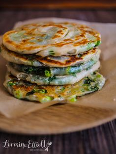 Crispy, Delicious Scallion or Shallot Pancakes! Brunch, Vegetarian Recipes, Cooking Recipes, Healthy Recipes, Savory Pancakes, Asian Pancakes Recipe, Good Food, Yummy Food, Asian Cooking