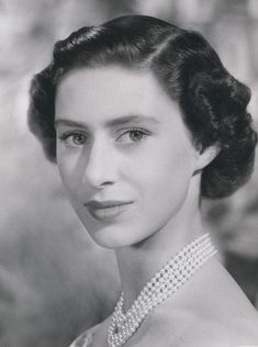 Princess Elizabeth, Queen Elizabeth Ii, Margaret Rose, Ugly Faces, Prince Philip, King George, Rare Photos, Belle Photo, Persona